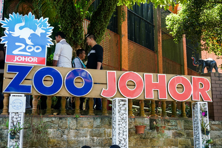JOHOR,MALAYSIA - FEBRUARY 2019 : The Johor zoo entrance signages - image Reklamní fotografie - 122970855