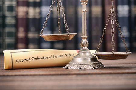 Law and Justice, Scales of Justice, Universal declaration of human rights on a wooden background, human rights concept. Standard-Bild