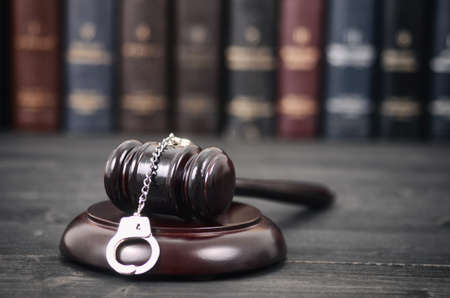 Law and Justice, Legality concept, Judge Gavel and Handcuffs on a black wooden background. Standard-Bild