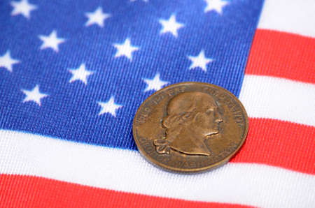 George Washington Coin on The flag of the United States of America Standard-Bild