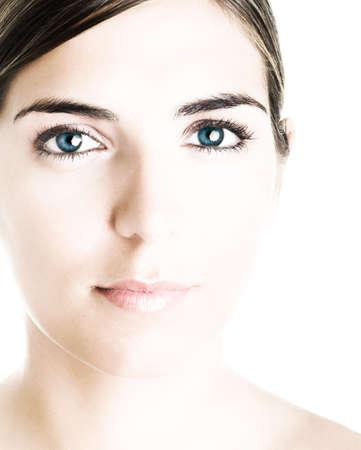 Rostro de un joven con una hermosa mujer de ojos grandes de color azul. (Poco sobreexpuesta)  Foto de archivo - 567374