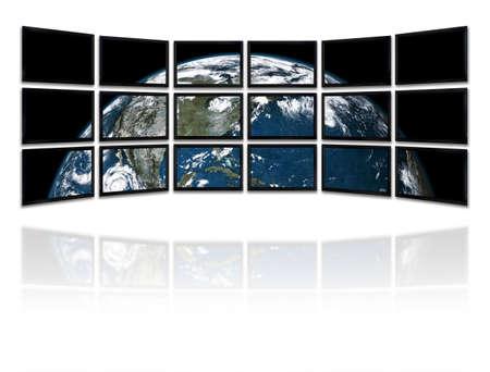 courtoisie: Grand groupe de t�l�vision montrant une pr�sentation � la plan�te terre Background texture faite avec de vieux papier avec une carte du monde - la plan�te Terre image courtoisie de la NASA (http:earthobservatory.nasa.gov)