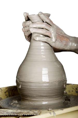 ollas barro: Close-up imagen de un alfarero trabaja un torno de alfarero