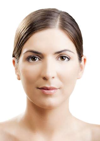 Close-up portret van een vrouw met een symmetrische gezicht