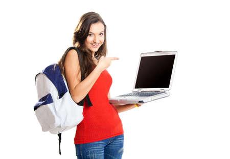 Belle jeune étudiant femelle montrant quelque chose sur un ordinateur portable, isolé sur blanc  Banque d'images