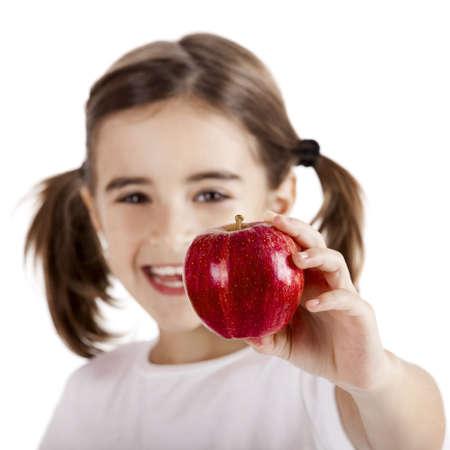frutas divertidas: Ni�a saludable celebraci�n y mostrando una manzana roja
