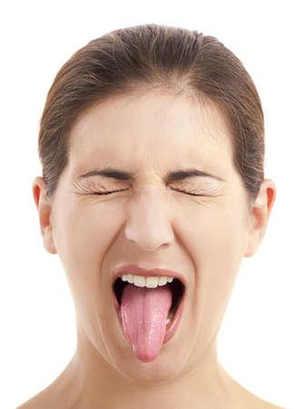 舌: 分離の白い背景を舌を引っ張っておかしい女性のクローズ アップの肖像画