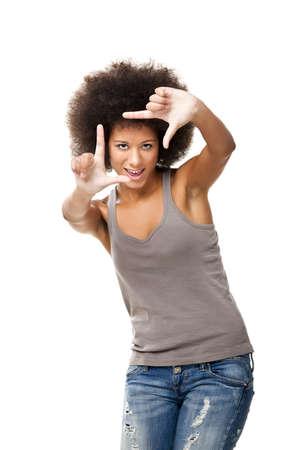 perfil de mujer rostro: Afro-americana mujer joven haciendo con la elaboración de sus dedos en frente de la cara, aislado en blanco Foto de archivo