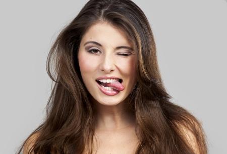 Studio portret van een mooie en expressieve jonge vrouw Stockfoto
