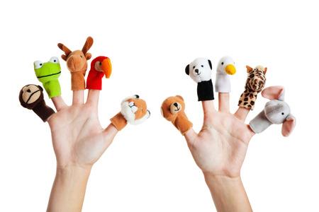 Vrouwelijke hand dragen 10 handpoppen; aap, kikker, rendier papegaaiachtigen; leeuw; te dragen; panda; eend; giraffe; olifant Stockfoto