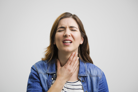 Frustrated woman in pain with a sore throat Stockfoto