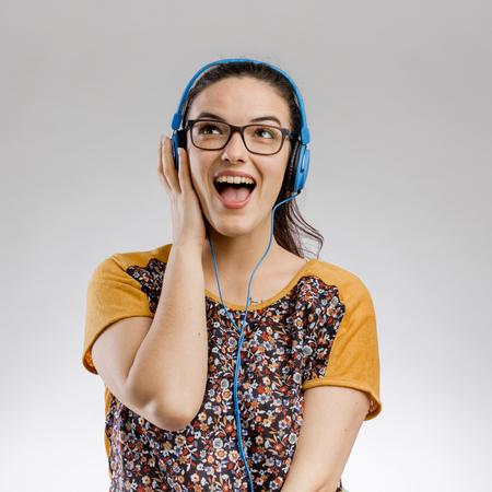 Portrait of beautilful woman listen music with headphones Imagens