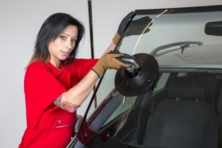 glazing: Glazier removing windshield or windscreen on a car