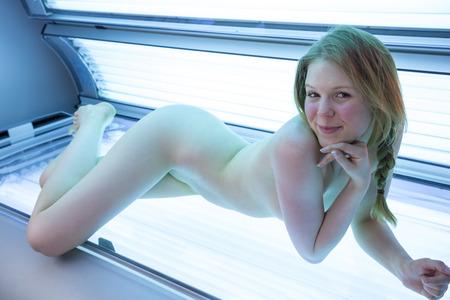 nackt im sonnenstudio