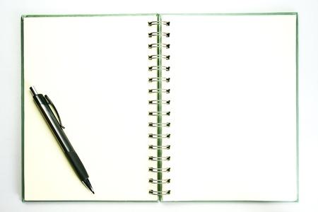 testament schreiben: pencill auf offenes Buch mit leeren Seite