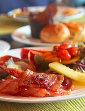 streaky: English Breakfast with grilled tomato , bacon ,mushrooms,chees and salad on Table