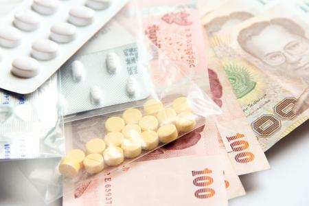 医学とタイの紙幣