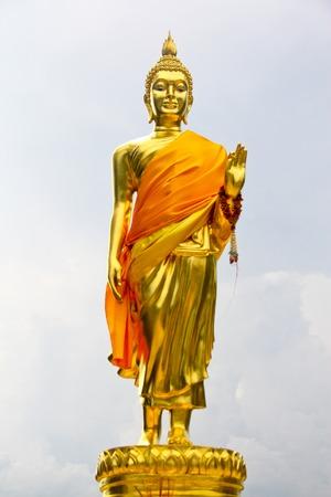 仏像。ネイティブのタイ風、これは繁体字、タイで一般的なスタイルです。ないいずれかの商標またはこの写真の問題を制限します。 写真素材