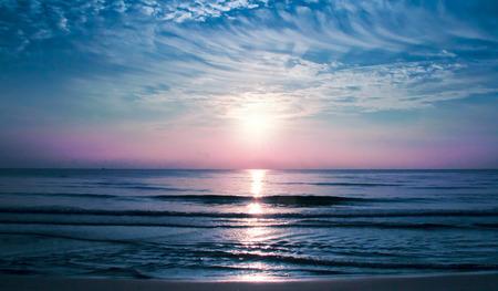 ビーチで美しい劇的な日の出 写真素材