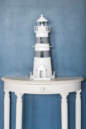 モデルの木製灯台の白い色