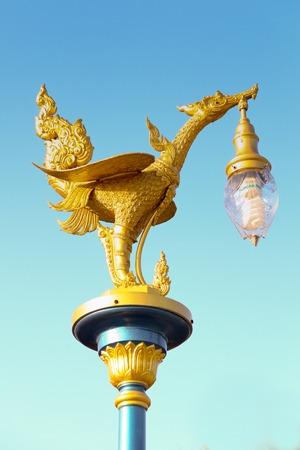 gardengolden スワン ガーデン ストック フォト - 44315309 ランプ ポストで黄金の白鳥ランプ ポスト 写真素材
