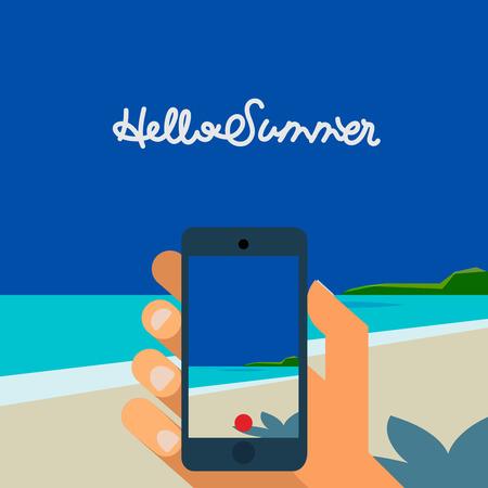 안녕하세요 여름 - 개념 배경, 스마트 폰 채 손을 비치와 밝은 태양이 함께 열 대 바다의 그림을 확인합니다.