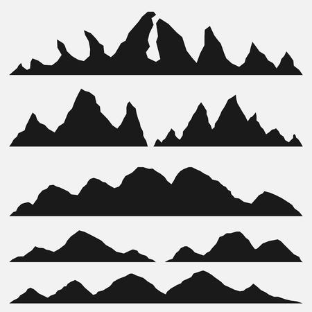 Gebirgsschattenbilder auf dem weißen Hintergrund. Satz handgezeichnete Landschaft mit Schattenbild-Berggipfeln.