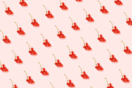 Berry pattern. Twigs of red currant berry on pink paper background. Minimal style Creative Flat lay Top view. Banco de Imagens - 150318350