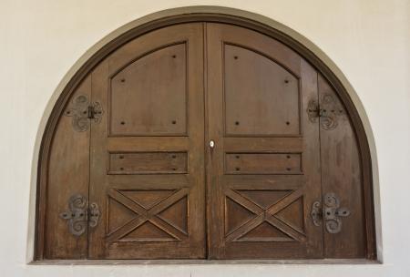 door bolt: Historia de la puerta de madera antigua.