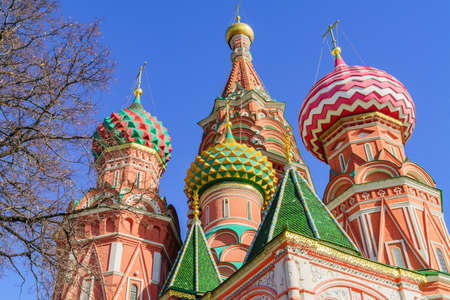 St Basil's cathedral on Red Square in Moscow. Domes the cathedral against blue sky 免版税图像