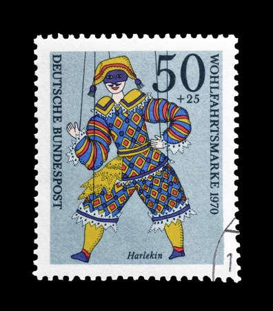 arlecchino: Germania - circa 1970: francobollo annullato stampato dalla Germania, che mostra Arlecchino. Editoriali