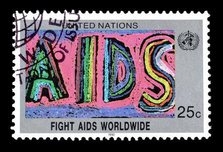 1990 年ごろ、エイズとの闘いを推進する国連によって印刷された切手をキャンセルします。