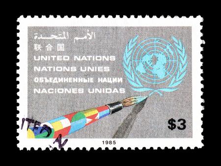 1985 年ごろ、国連を推進する国連によって印刷された切手をキャンセルします。 報道画像