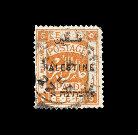 パレスチナによって印刷された郵便切手は、アラビア語のオーバープリント、1922年頃の公式切手を示しています。