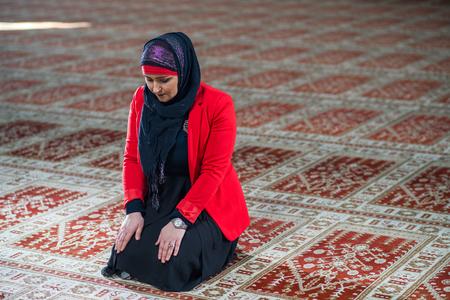 humble: Muslim woman praying