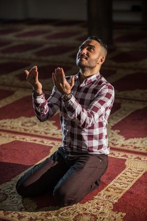 humble: Muslim praying humbly