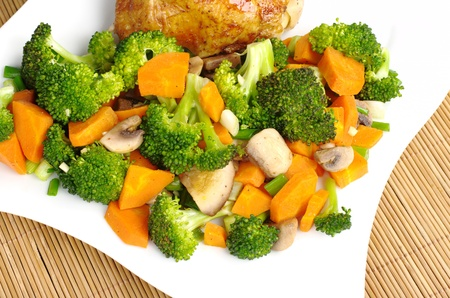 shallot: Fried vegetables (broccoli, mushroom, carrot, shallot) with chicken meat on white plate photographed from above Stock Photo