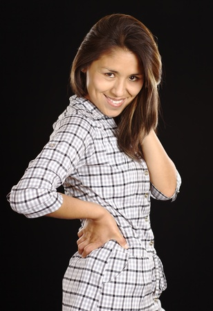 peruvian ethnicity: Sonriente mujer peruana joven hermosa (enfoque selectivo, enfoque en el ojo derecho) Foto de archivo