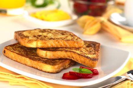 Française toast (Mise au point sélective, Concentrez-vous sur le devant de la tranche du milieu)
