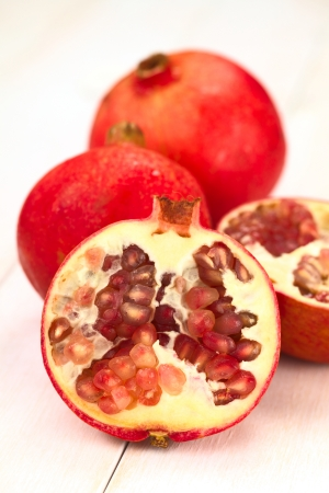 punica granatum: Pomegranate fruits (lat. Punica granatum) (Selective Focus, Focus on the seeds in the front)