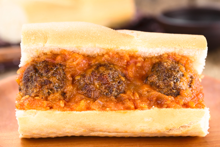 Sandwich with homemade meatballs and fresh tomato sauce (Selective Focus, Focus on the front of the meatballs) Foto de archivo - 123690179