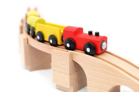 juguetes de madera: Tren de juguete de madera, aislado en blanco