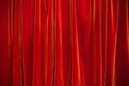 sipario chiuso: sfondo di velluto rosso teatro tenda chiusa