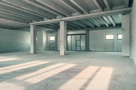 Lege magazijn muur of commercieel gebied, industriële achtergrond