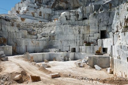 Apuan アルプス、カララ トスカーナ、イタリアの大理石の採石場のサイト 写真素材