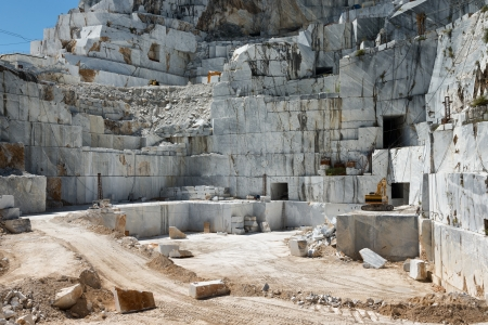 materia prima: Cantera de mármol en Alpes Apuanos, Carrara, Toscana, Italia Foto de archivo