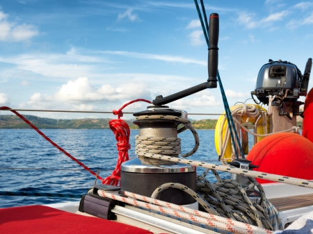 cruising, winch on a sailing boat  스톡 콘텐츠
