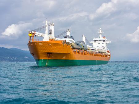 vrachtschip bewegende boten