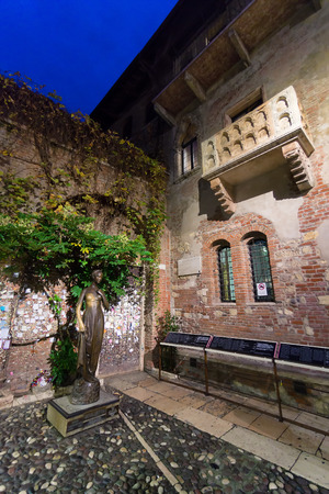 VERONA - ITALY NOVEMBER 25 2014: the statue and balcony of Juliet is one of the most visited sites in the town.