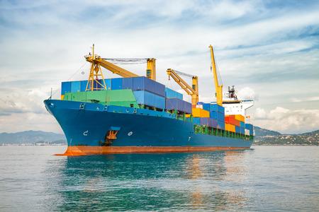 mer ocean: conteneur de navire marchand Banque d'images